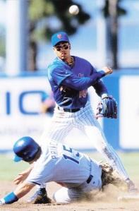 1998 Pinnacle Mets Snapshots Rey Ordonez 2